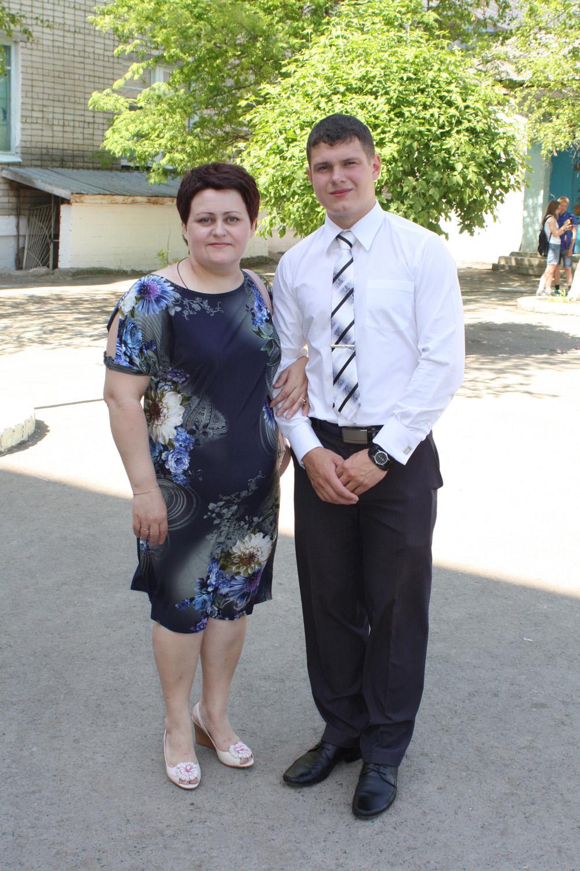 Выпускницы 11 «А» класса с классным руководителем Кисляковой И.А. 3a06f7a608e